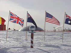 Ceremonial South Pole - 南極点 - Wikipedia