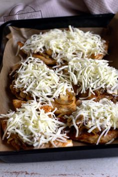 Filet z kurczaka z serem i pieczarkami – Smaki na talerzu Cooking Recipes, Healthy Recipes, Polish Recipes, Coconut Flakes, Cabbage, Spices, Food And Drink, Menu, Lunch