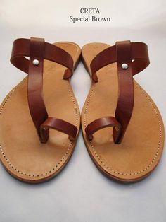 Sandali in pelle fatti a mano realizzati in Grecia da Penelope Sandals Brown Leather Sandals, Brown Sandals, Real Leather, Soft Leather, Smart Dress, Shoes Too Big, Designer Sandals, Greek Sandals, Natural Brown
