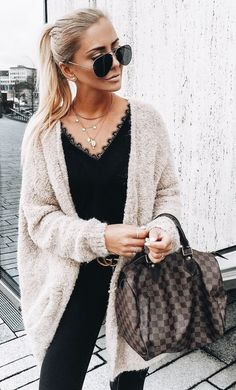 Oversize cardigan paired with cute lace top and large bag! Perfect petite fashion street style!