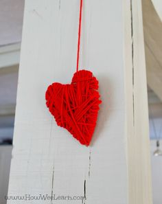 Such a cute winter craft! Wrapping hearts with yarn as a Valeninte's day craft for preschoolers!