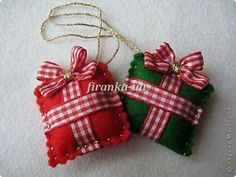 Christmas Crafts Felt - easy to make - cute tree ornament or package decoration Christmas Makes, Noel Christmas, Homemade Christmas, White Christmas, Christmas Projects, Felt Crafts, Holiday Crafts, Christmas Fabric Crafts, Christmas Ideas