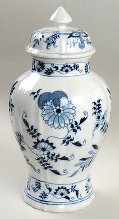 Blue Danube China, Blue And White China, Tree House Decor, Blue Onion, Willow Pattern, White Dishes, Ginger Jars, White Decor, White Patterns