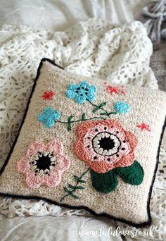 Lululoves: Crochet Cushion