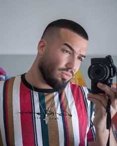 Check out these 25 cool buzz cut styles for clean cut and out there looks. Add a taper fade, fade or line up. Or go bold with color or hair designs. Short Buzz Cut, Short Hair Cuts, Short Hair Styles, Buzz Haircut, Waves Haircut, Stubble Beard, Beard Fade, Taper Fade, Buzz Cut Styles