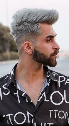 Fade Haircut is an interesting style for sure but how can you achieve this look and also how to maintain this style? Mens Hairstyles With Beard, Cool Hairstyles For Men, Celebrity Hairstyles, Men's Hairstyles, Trending Hairstyles, Great Haircuts, Haircuts For Men, Modern Haircuts, Long Asymmetrical Hairstyles