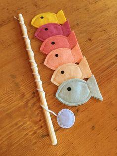 felt Toddler Educational Toys, Magnet Felt Fishing Game, Fishing Kids Game, Handmade Toys, Waldorf T Games For Kids, Diy For Kids, Kid Games, Diy Gifts For Kids, Fabric Fish, Felt Fish, Toddler Toys, Diy Kid Toys, Diy Toys For Toddlers