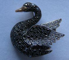 Beautiful 18K Gold Swan Brooch with Black & White Pave Set Diamonds E.Wolfe…