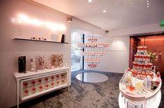 Le très populaire parfum La Vie est Belle de Lancôme prend ses quartiers dans un pop-up store parisien à découvrir jusqu'au 27 janvier 2018.