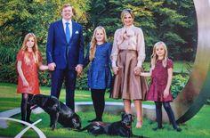 familieportret Koninklijke gezin 2015 van links naar rechts;Prinses Alexia-Koning Willem-Alexander-Kroonprinses Amalia-Koningin Maxima en Prinses Ariane