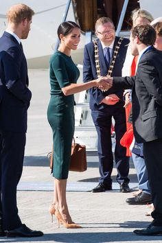 See Every Photo from Meghan Markle and Prince Harry& Royal Visit to Ireland Harry And Megan Markle, Meghan Markle Prince Harry, Prince Harry And Megan, Beauty And Fashion, Fashion Looks, Royal Fashion, Suit Fashion, Estilo Meghan Markle, Meghan Markle Stil