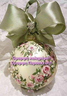 Painted Christmas Ornaments, Noel Christmas, Pink Christmas, Christmas Projects, Beautiful Christmas, Christmas Tree Ornaments, Holiday Crafts, Vintage Christmas, Ornaments Ideas
