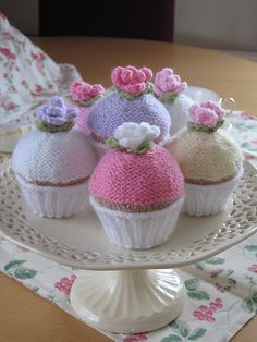Cute Knitted Cupcakes - FREE Knitting Pattern and Tutorial by Sandra Paul, thanks so xox