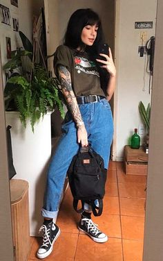 Grunge Outfits, Casual Outfits, Outfits With Mom Jeans, Lollapalooza, Alternative Outfits, 90s Fashion, Fashion Outfits, Vintage Outfits, Skater Girl Outfits