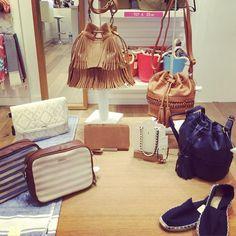 En la tienda de Bissú de Gràcia (BCN) te presentan los mejores bolsos del verano. Aunque parece que el estilo marinero es el que marca tendencia. ¿Tú con cuál te quedas? Foto by @beckysweet1985       #noche #nightfashion #moda #bolsos #outfit #fashion #bag #estilomarinero #backpack #instafashion #complements #accessories #bolsos #outfitoftheday #accesorios #rebajas #soldout #sales #fashionblogger #fashiondiaries #spanishblogger #style #insragramer #HashTags #beautiful