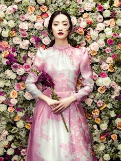 ISABELLE ARMSTRONG floral fashion, floral wedding inspiration, floral, flowers, flower wall