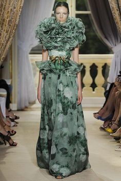 Giambattista Valli Fall 2012 Couture - Review - Fashion Week - Runway, Fashion Shows and Collections - Vogue - Vogue