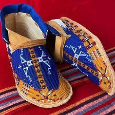 Native American Cherokee, Native American Regalia, Native American Clothing, Native American Beauty, Native American Beading, Beaded Moccasins, Beaded Shoes, Moccasins Mens, Powwow Beadwork