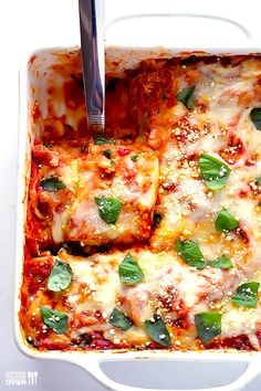 This spinach lasagna recipe is quick and easy to prepare, and super comforting and delicious! Easy Vegetarian Dinner, Low Carb Vegetarian Recipes, Veggie Recipes, Pasta Recipes, Cooking Recipes, Cooking Tips, Marinara Recipe, Homemade Marinara, Easy Lasagna Recipe