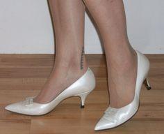 077254ba932 Fab late 1950s pearl lustre stilettos   kitten heels US 8 UK 6 w bows