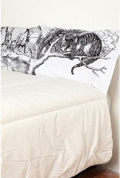 I also really feel like i need to own the Alice in Wonderland pillow cases!