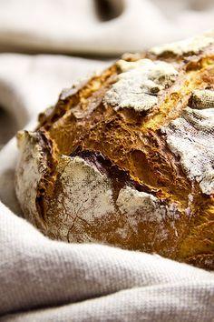 2011 habe ich dieses Brot das erste Mal gebacken und seitdem ist es einer meiner großen Favoriten. Immer wenn ein Kommentar zum Rezept eintraf, habe ich mich geärgert, dass ich damals noch mit relativ viel Hefe gearbeitet hatte. Deshalb, und um mir zu beweisen, dass man auch in einem nicht auf Brotbacken ausgelegten Haushalt ein Weiterlesen...