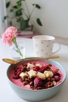 Banan & choklad-granola Granola, Acai Bowl, Cereal, Oatmeal, Breakfast, Food, Acai Berry Bowl, The Oatmeal, Morning Coffee