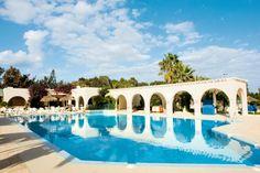 Hotel Seabel Alhambra is een ruim opgezet, gezellig en populair hotel met enorme tuin, uitgebreide faciliteiten, verzorgd ingerichte, ruime kamers en overheerlijke buffetten. Door de Moorse bouwstijl heeft u het idee dat u verblijft in het zuiden van Spanje.  Dit mooie 4-sterren hotel heeft een groot aantal tennisbanen. Het hotel ligt in een prachtige, groene omgeving direct naast de golfbaan en vlakbij het mooie zandstrand.    Officiële categorie ****