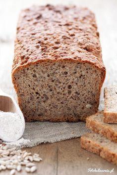 Chleb razowy pszenno-żytni z ziarnami Bread Recipes, Cake Recipes, Cooking Recipes, Healthy Recipes, Bread Bun, Polish Recipes, Food Cakes, Pina Colada, Vegan