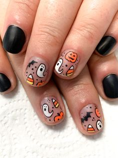 halloween nails Halloween Nail Art - matte negative space with jack-o-lanterns, candy corn, bats, and black matte Nails Halloween Nail Design amp; Halloween Tattoo, Halloween Nail Designs, Halloween Nail Art, Cute Nail Designs, Halloween Kunst, Cute Halloween Nails, Fall Nail Art Designs, Halloween Party, Halloween Costumes