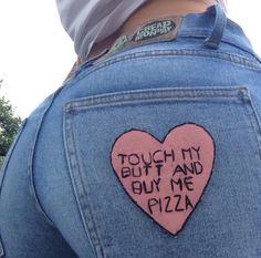 These jeans look like they flatter your butt plus I love pizza Meghan Markle, Touch Me, Tumblr Girls, Mode Style, Diy Clothes, Girly, Fashion Tips, Women's Fashion, Jeans Fashion