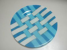 Woven Glass Plate - by GitelGlass Would be great with clear glass woven with green and red for Christmas.