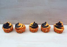 Halloween Cupcakes with Vanilla and Chocolate Buttercream Frosting. Via: www.tabieats.com @smine27
