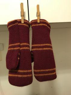 Harry Potter votter. Sydd av skjerf som ble vasket for varmt.