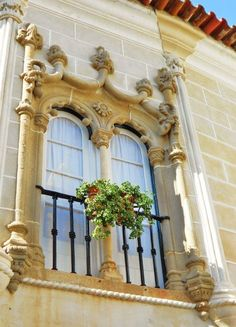 A Manueline (a portuguese only architecture style, inspired by the Discoveries, XVI century) window in Évora, Portugal