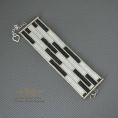 Black white loom bracelet, wide bracelet, woven bracelet, beaded bracelet, seed beads bracelet, Girl women gift cuff bracelet, elegant gift Wide bracelet is woven loom. The materials used are small glass beads. Metal finish anti-allergic. Geometric pattern, ideal for evening dress