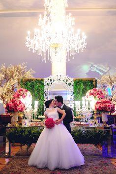 Karoline & Filipe em seu casamento de Conto de Fadas. --- Karoline & Filipe in their Fairytale Wedding.