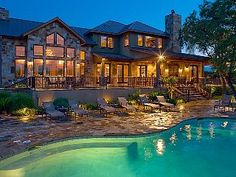 Waterfront vacation home with 5 bedrooms in Austin, TX. So want to visit.