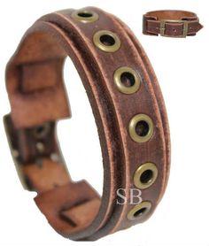 CARACTERÍSTICAS DE LA PULSERA DE CUERO PRODUCCIÓN; Se produce la pulsera de cuero de primera clase. Fabricarlos en mi propio taller. COMPONENTES DE METAL Los componentes de metal en la pulsera se hacen del material a prueba de herrumbre. COLOR Y EL ANCHO; Ya que la pulsera es totalmente hecho a mano pueden producir algunas diferencias de menor color. Su anchura es de 0.8 pulgadas (2 cm). INFORMACIÓN DE TAMAÑO; Necesito la medida de tu muñeca. Recomiendo envolver una cinta o cadena alr...