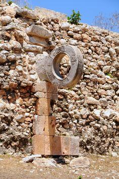 La comunidad maya ha dejado huellas en todo el territorio de México, su historia, costumbres y #juegos son, en la actualidad las atracciones más importantes y cuidadas del país. Se parte del mundo de esta gran civilización. Aunque sea, por unos momentos, respira las #costumbresmayas. Capaz, terminás jugando en uno de estos anillos tal y como lo hacían en tiempos prehispánicos en Yucatán.
