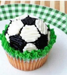 With Baseball Themed Cakes, Cookies, Cupcakes, Cake Pops And More, These Baseball Desserts Would Be An Amazing Treat For Any Baseball Themed Party! Soccer Cake Pops, Soccer Cupcakes, Cute Cupcakes, Cupcake Cookies, Themed Cupcakes, Soccer Treats, Soccer Cookies, Soccer Snacks, Sports Snacks