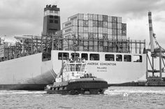 nice Fotografie »MAERSK EDMONTON, Majuro beim Ablegen«,  #Hafenbilder #Schwarzweiß