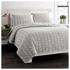 Equal parts modern and preppy the City Scene Puzzle Quilt Set has a fresh style that will elevate the look of your bedroom. A graphic interlocking geometric print; that calls to mind trellis work, has an on-trend look that you will absolutley love. A great way to bring a casual chic vibe to your bed that will perfectly compliment your modern or transitional decor. Available in twin, full/queen and king size. Machine wash and dry for easy care.