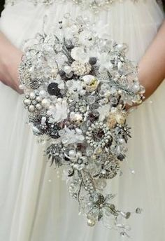 Bouquet de broche. Foto:Divulgação Would be beautiful for a winter wedding
