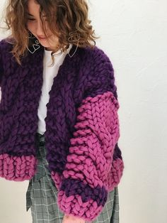 Chunky Knit Cardigan, Knitted Poncho, Knitwear Fashion, Crochet Fashion, Knit Sweater Outfit, Vogue Knitting, Chunky Crochet, Crochet Woman, Mode Streetwear