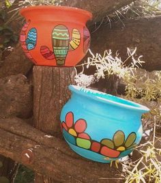Cute pots for Arizona Flower Pot Art, Flower Pot Crafts, Clay Pot Crafts, Painted Clay Pots, Painted Flower Pots, Hand Painted Ceramics, Pottery Painting, Ceramic Painting, Pot Jardin
