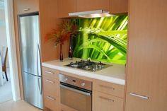 Kuchnia pięknie urządzona fototapetą samoprzylepną #fototapety #obraz #obrazy #fototapeta #salon