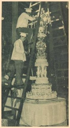 Preparation of king Farouk and queen Farida wedding cake Nice Photos, Old Photos, President Of Egypt, Royal Cakes, Old Egypt, Ancient Jewelry, Royal Families, Palaces, Ruler
