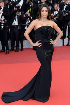 Palabra de honor y la sobriedad del negro, la apuesta de Eva Longoria. Strapless Dress Formal, Formal Dresses, Eva Longoria, Dreams, Fashion, Sobriety, Cannes Film Festival, Best Dressed, Black