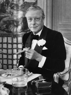 The Duke Of Windsor, once Edward VIII, King of England.abdicated to marry divorcee Wallace Simpson Edward Viii, Edward Albert, Wallis Simpson, Reine Victoria, Queen Victoria, Dandy, Traje Black Tie, Edward Windsor, Traje A Rigor
